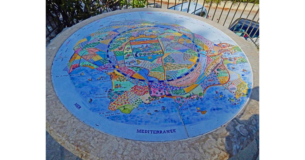 Decorative tile orientation map by Anne Marie Surlier