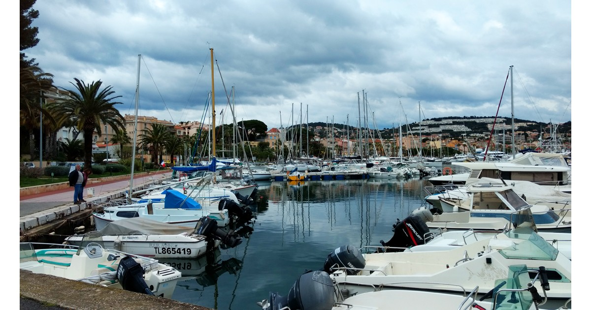 Bandol harbor accommodates ships large and small