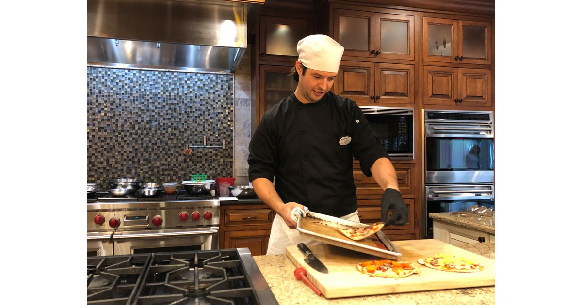 Chef Matt demonstrates how to make healthy veggie flatbread.
