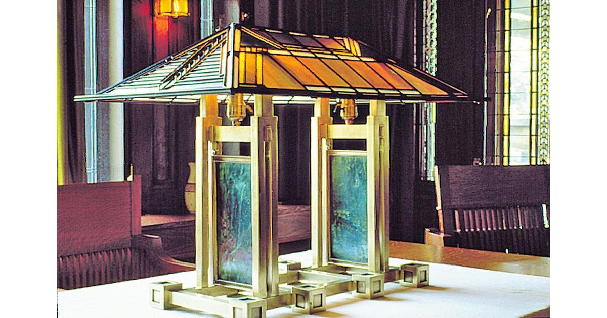 Double pedestal lamp courtesy of the Dana-Thomas House