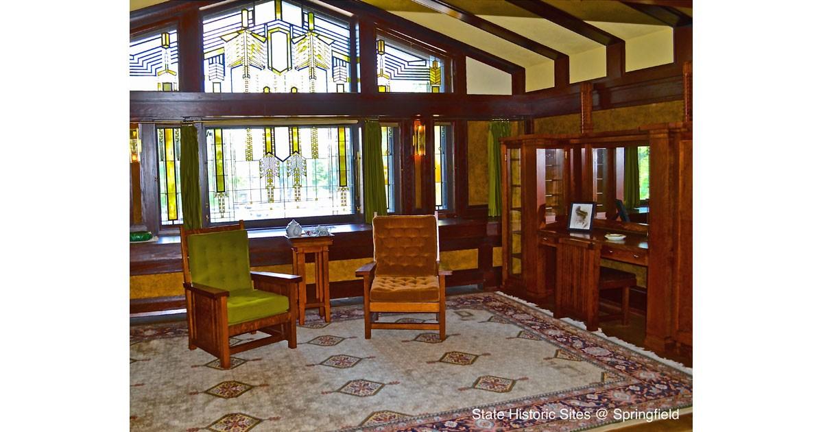 Master bedroom courtesy of the Dana-Thomas House
