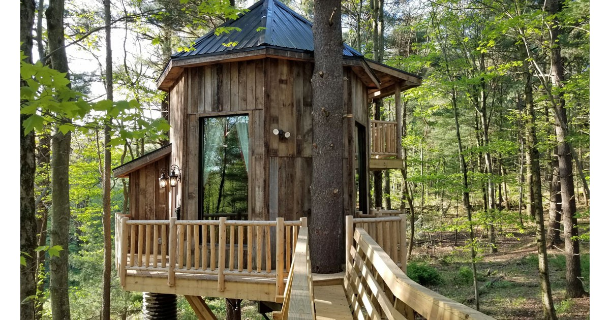 The El Castillo Treehouse. C Mary Farah