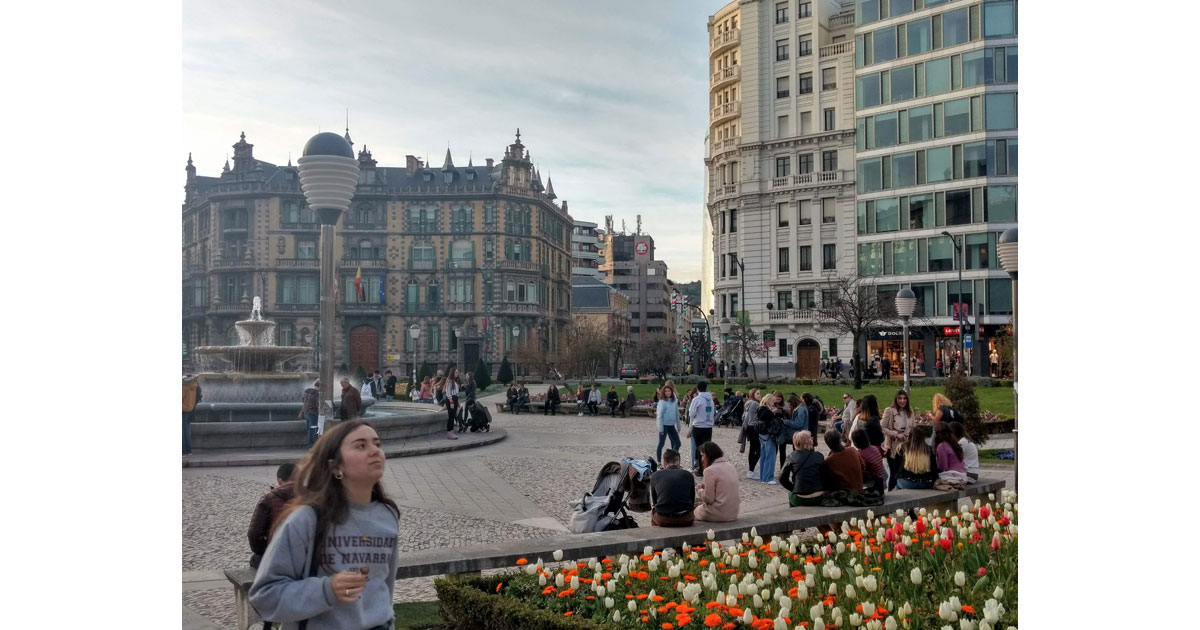 The Plaza Moyua is at the heart of the Abando - the _modern_ section of Bilbao.  The perfect place to meet your friends.