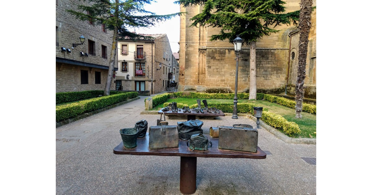 """Viajeros"" (Travellers) - a sculpture by Koko Rico in the Paza del Gaitero, Laguardia."